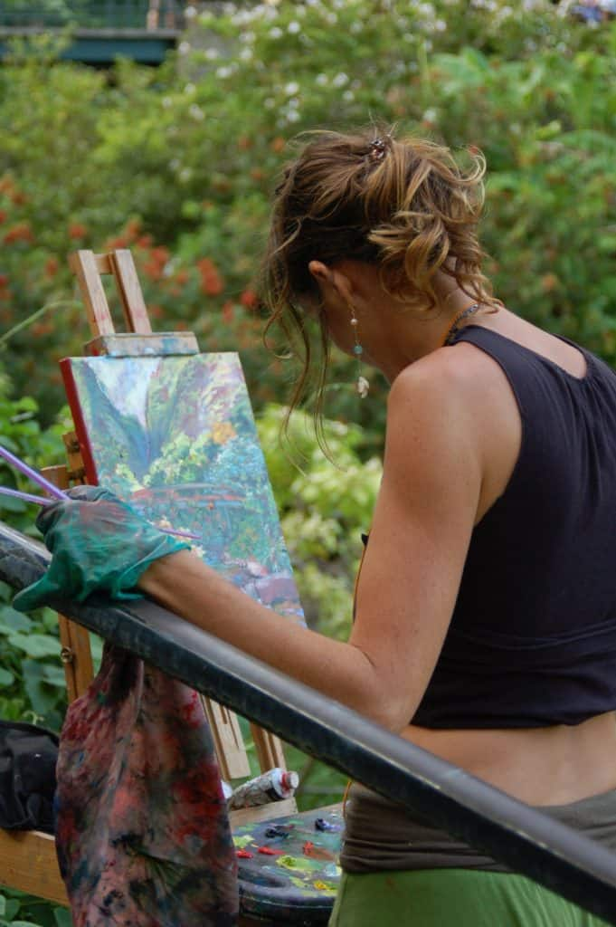 woman painting on a plein air easel on VeryCreate.com