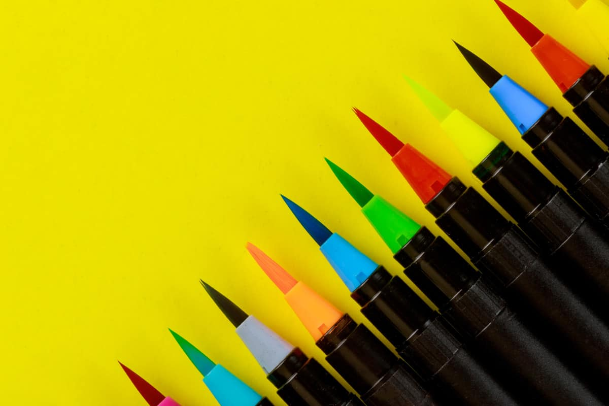 Colorful header on yellow Best watercolor brush pens very create.com