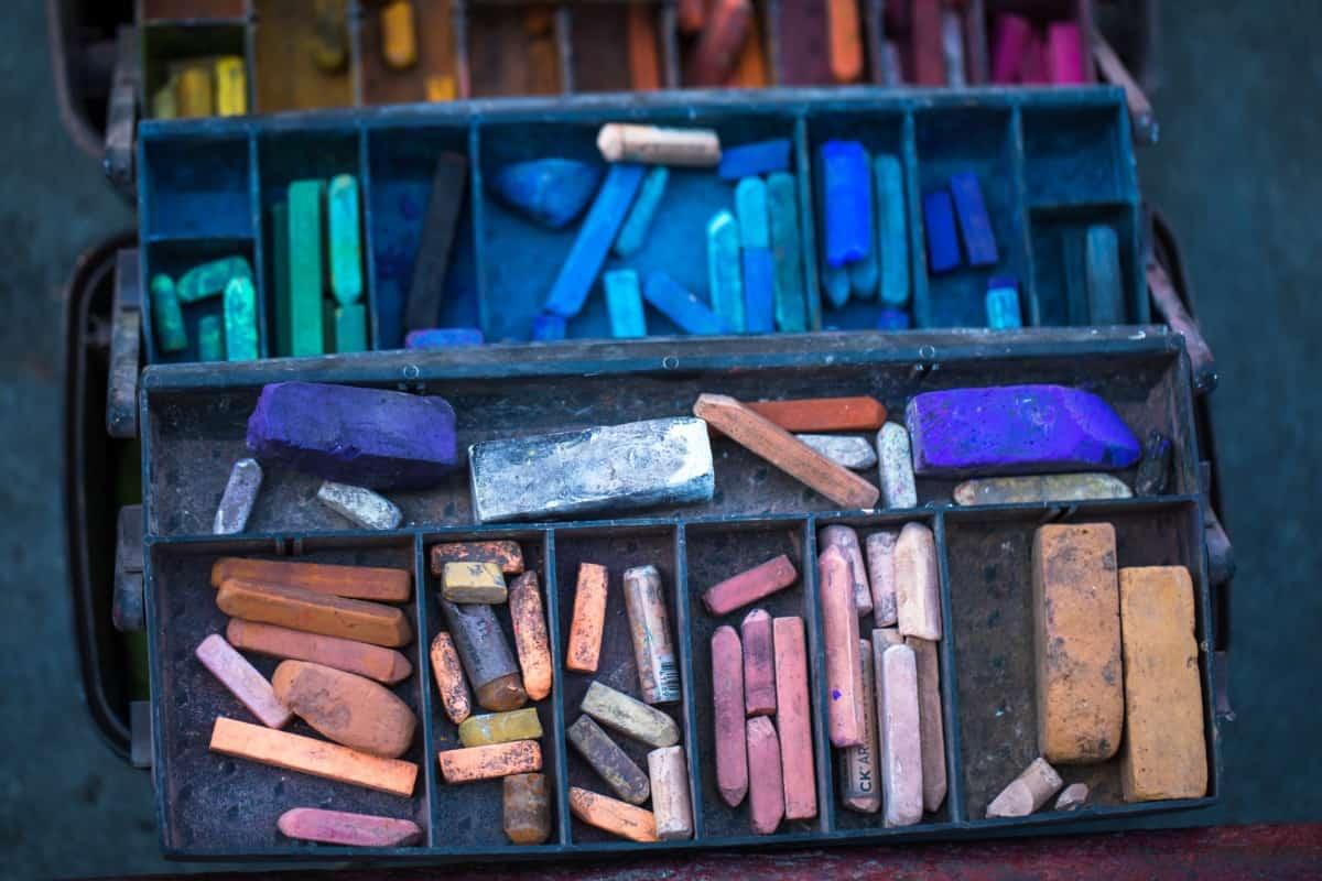 street artist palette box soft pastel vs chalk pastel verycreate.com