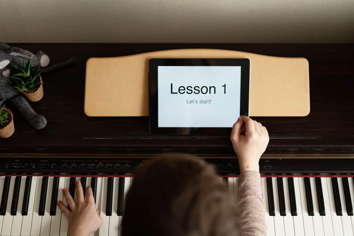 let's start tablet Beginner Piano Lesson One verycreate.com