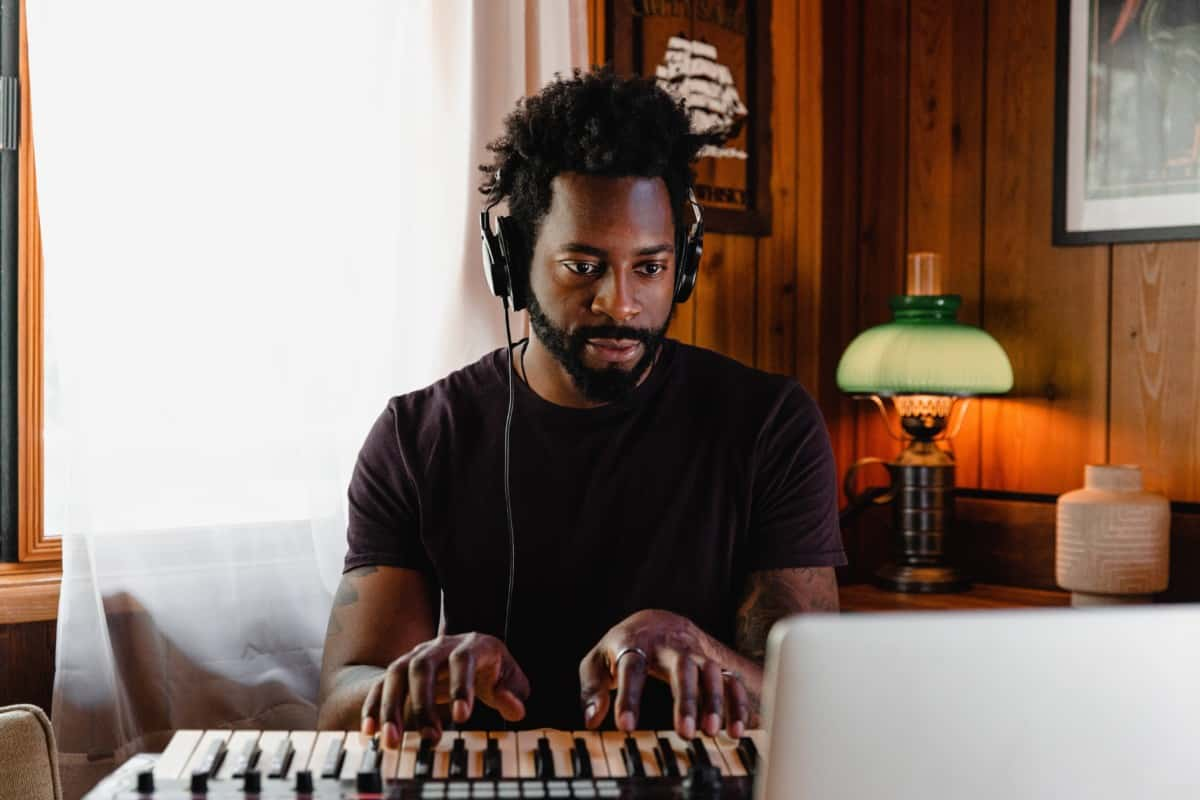 black man on keyboard with computer is it possible to learn piano on a keyboard verycreate.com